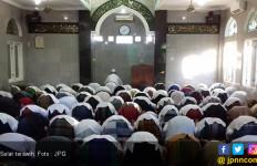 Salat Tarawih di Masjid saat PSBB, NU Surabaya: Nikmatnya jadi Imam bagi Anak dan Istri - JPNN.com