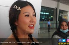 Sarwedah ke Singapura untuk Melahirkan, Tidak Diantar Ruben - JPNN.com