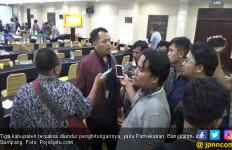 Rekapitulasi Suara KPU Jatim Penuh Interupsi dan Aksi Gebrak Meja - JPNN.com