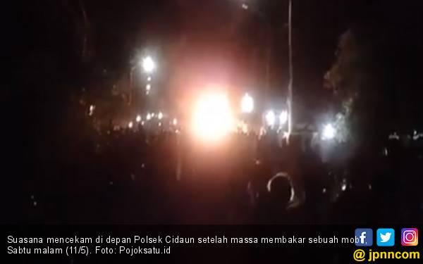 Tiga Orang Tewas, Warga Geruduk Polsek Cidaun, Mobil Dibakar - JPNN.com