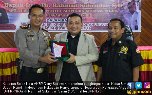 Dukung Nawacita Jokowi - JK, Kapolres Solok Terima Penghargaan - JPNN.com
