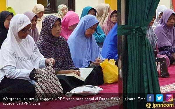 Warga Duren Sawit Tahlilan dan Buka Puasa Bersama untuk Anggota KPPS yang Meninggal - JPNN.com