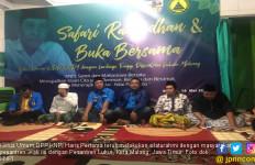 Ketum DPP KNPI Haris Pertama Langsung Silaturahmi ke Pesantren - JPNN.com