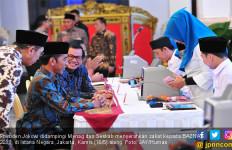 Presiden Jokowi Serahkan Zakatnya Lewat Baznas, Nih Nominalnya - JPNN.com