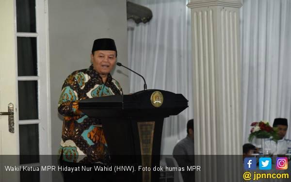 Sidang MK Harus Berkelas Negarawan - JPNN.com