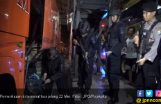 Brimob dan TNI Bersenjata Api Periksa Penumpang Bus Menuju Jakarta Jelang 22 Mei - JPNN.com