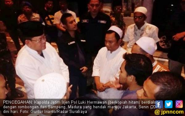 Mau Ikut Aksi 22 Mei di Jakarta, Rombongan Berbaju Koko dari Madura Dicegah di Exit Suramadu - JPNN.com