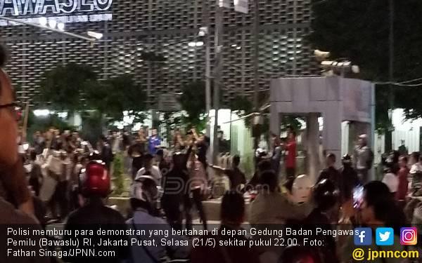 Para Mahasiswa di 25 Kota Kutuk Aksi Kerusuhan 22 Mei, Singgung Nama Titiek Soeharto - JPNN.com