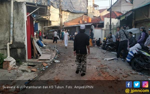 Buntut Demo di Bawaslu, Polisi Masih Blokade Beberapa Jalan di Petamburan - JPNN.com