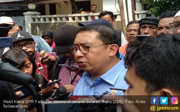 Fadli Zon Klaim Pegang Bukti Polisi Merusak Kendaraan di Petamburan - JPNN.com