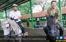 Arie Untung: Ajak Aku Berkuda Lagi Nanti di Janah ya Ustaz - JPNN.com