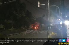 Didekati Pasukan TNI, Massa Demo 22 Mei di Petamburan Langsung Ciut - JPNN.com