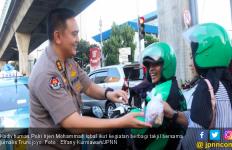 Jurnalis Trunojoyo Bersama Divhumas Polri Bagi-bagi Takjil - JPNN.com