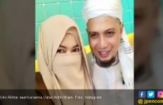 Ungkapan Menyentuh Istri Ketiga Almarhum Ustaz Arifin Ilham - JPNN.com
