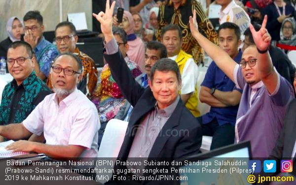 Daftarkan Gugatan ke MK, Tim Pengacara Prabowo Lampirkan 51 Bukti - JPNN.com