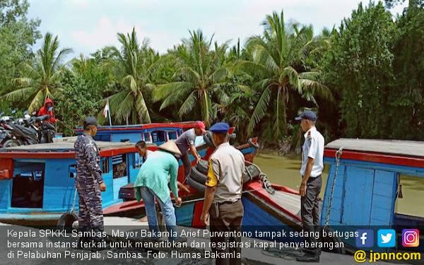 Jelang Arus Mudik Lebaran 2019, SPKKL Sambas Tertibkan Kapal Penyeberangan - JPNN.com