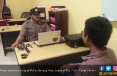 Kedapatan Bawa Golok, Pemuda Diamankan di Depan Gerbang Tol - JPNN.com