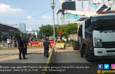 Polisi dan Dishub DKI Jakarta Akhirnya Bongkar Pembatas di Jalan Thamrin - JPNN.com