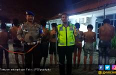 50 Pelajar SMP Siap Tawuran Bawa Pedang Saat Sahur - JPNN.com