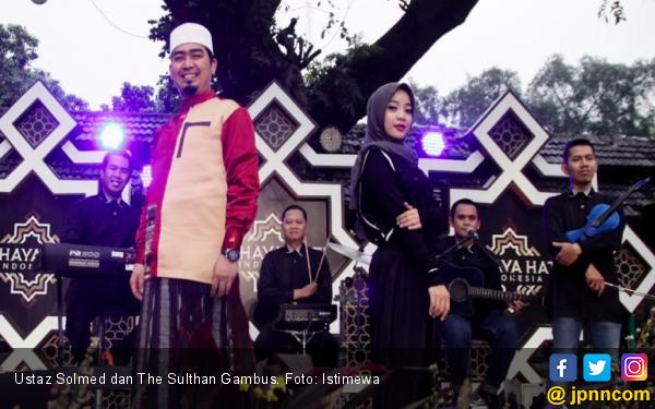 Ustaz Solmed Ciptakan Lagu untuk The Sulthan Gambus - JPNN.com
