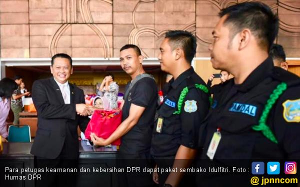 Alhamdulilah, Semua Office Boy dan Satpam DPR Dapat Paket Sembako Idulfitri - JPNN.com
