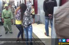 Status Bukan Suami Istri, Berduaan di Kamar yang Terkunci, Kira - Kira Lagi Ngapain? - JPNN.com