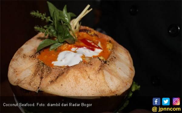 Coconut Seafood, Menu Unik Buka Puasa dari Kedai Fatimah - JPNN.com
