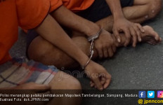 Di Tengah Wabah Corona, Tiga Pemuda Malah Hasut Warga Untuk Bakar-Bakar - JPNN.com