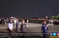 Ratusan Prajurit TNI Menanti Bu Ani di Bandara Halim Perdakusuma - JPNN.com