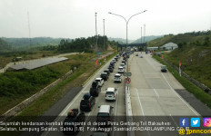 Antrian Panjang di Gerbang Tol Bakauheni Selatan Hingga 2 Km - JPNN.com