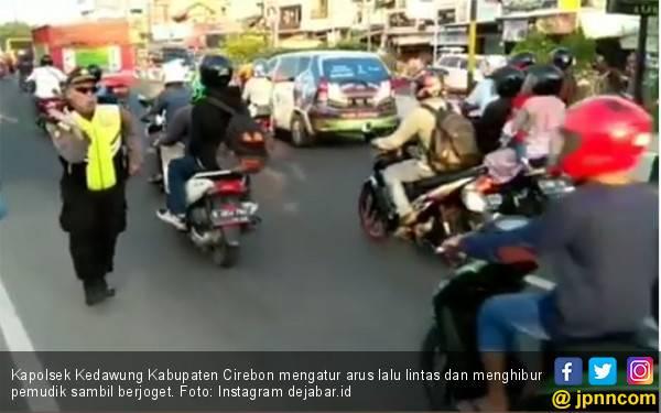 Viral! Pak Kapolsek Joget di Jalan - JPNN.com