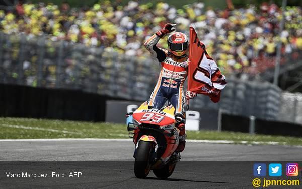 Dikeroyok 4 Pembalap Yamaha, Marc Marquez Umbar Kekuatannya - JPNN.com
