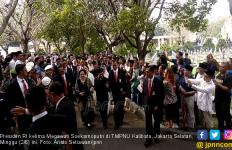 Megawati Hadiri Pemakaman Bu Ani, Prabowo Tak Terlihat - JPNN.com