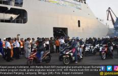KRI Banda Aceh 593 Angkut Ratusan Pemudik Tujuan Sumatera - JPNN.com