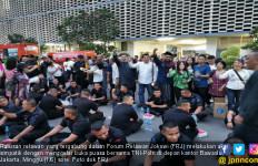 Lakukan Aksi Simpatik, FJR Buka Puasa Bersama TNI-Polri di Depan Kantor Bawaslu - JPNN.com