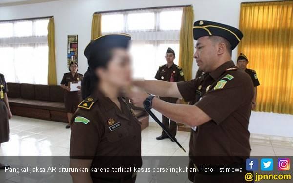 Suami Geber Kelakuan Jaksa Selingkuh, Tuntut Kejati Berani Bertindak - JPNN.com