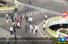Lebaran, Dua Kelompok Warga Terlibat Tawuran di Jakarta Pusat - JPNN.com