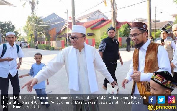 Ketua MPR Salat Ied Bersama Ustaz Adi Hidayat di Bekasi - JPNN.com