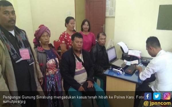 Merasa Ditipu Ketua Ormas, Pengungsi Gunung Sinabung Minta Uang Rp 250 Juta Dikembalikan - JPNN.com