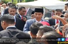 Jokowi Mendadak Sambangi Warga yang Antre di Monas - JPNN.com
