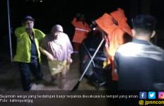 Banjir Melanda Gunung Telihan, Warga Terpaksa Dievakuasi - JPNN.com
