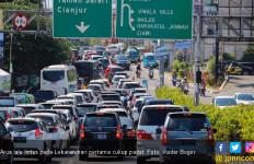 Lebaran Pertama Lalu Lintas Jalan Raya Puncak Padat - JPNN.com
