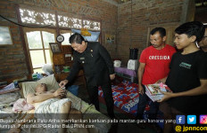 Kondisi Guru Honorer Ini Bikin Bupati Artha Terharu - JPNN.com