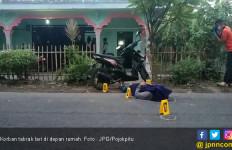 Sedang Rebahan di Pinggir Jalan, Tiba - Tiba Ditabrak Motor Trail - JPNN.com