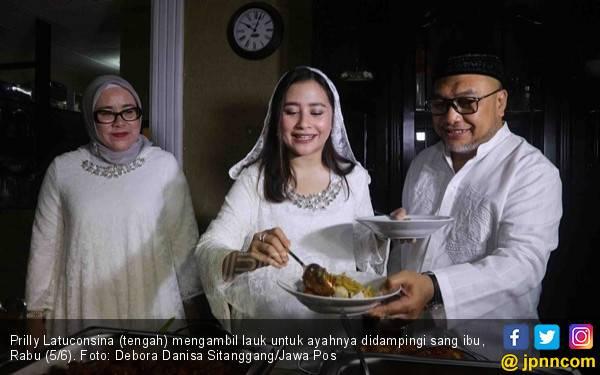 Prilly Kecewa Gagal Salat Id - JPNN.com
