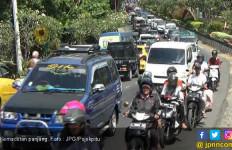 Macet Arus Balik Terjadi Sampai 10 km di Jalur Bojonegoro - Babat - JPNN.com