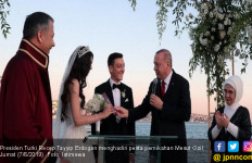 Presiden Erdogan Jadi Saksi Pernikahan Mesut Ozil - JPNN.com