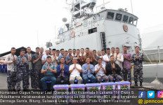 Komandan Gugus Tempur Laut Berkunjung ke KRI Pandrong-801, Begini Pesannya - JPNN.com