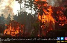 87 Unit Rumah yang Dibakar di Desa Gunung Jaya akan Dibangun Pemerintah - JPNN.com