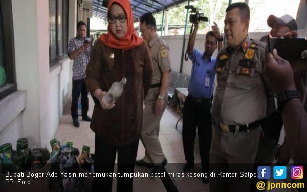 Bupati Bogor Temukan Botol Miras Berserakan di Kantor Satpol PP - JPNN.com